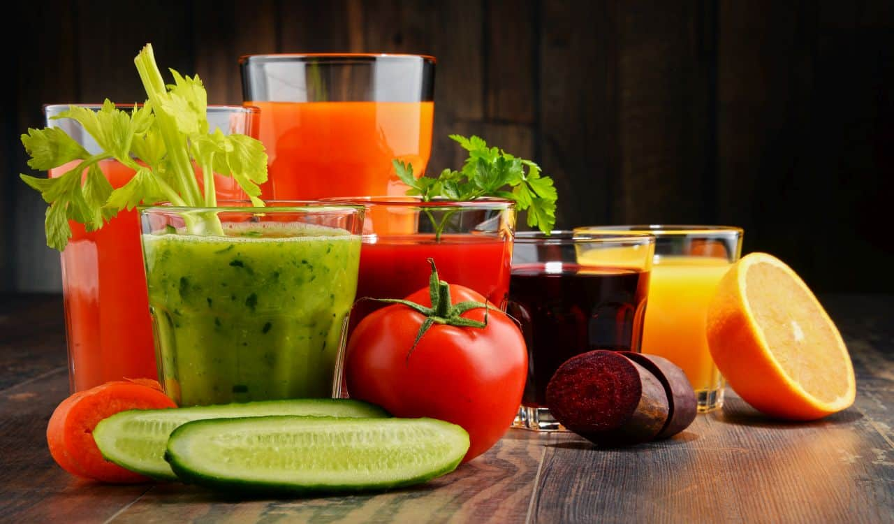 Fresh Organic Vegetable and Fruit Juices