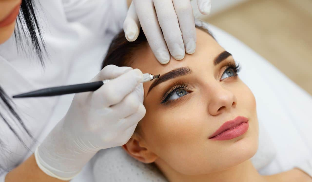 Eyebrow Correction In Salon